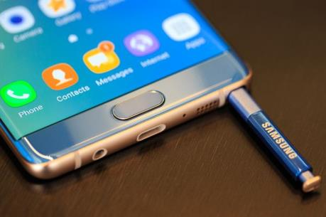 Sơ tán một chuyến bay do điện thoại Samsung Galaxy Note 7 bốc khói