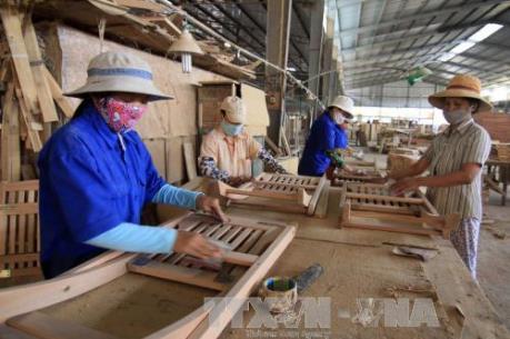 Doanh nghiệp chế biến gỗ có đơn hàng xuất khẩu đến cuối năm