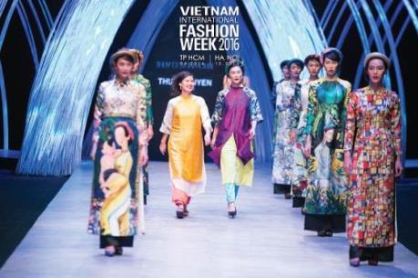 Tuần lễ thời trang quốc tế Việt Nam Thu Đông 2016 lần đầu diễn ra tại Hà Nội