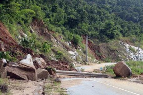 Sạt lở núi, gây chia cắt giao thông xã miền núi vùng cao Phước Bình (Ninh Thuận)