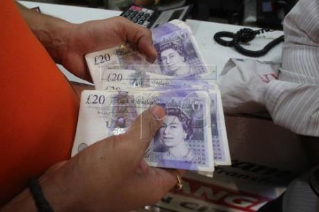 Đồng bảng Anh rớt giá mạnh, ai hưởng lợi ai thua thiệt?
