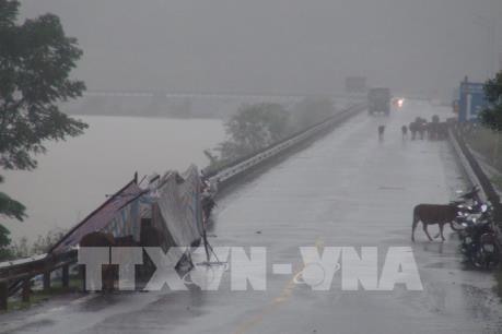 Dự báo thời tiết ngày 15/10: Mưa diện rộng ở Trung Bộ, nguy cơ lũ lớn