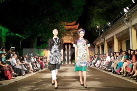 Festival áo dài Hà Nội năm 2016 thu hút nhiều người dân và du khách