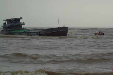 Quảng Bình: Đã tìm thấy 4 thuyền viên tàu HD 2155 mất tích