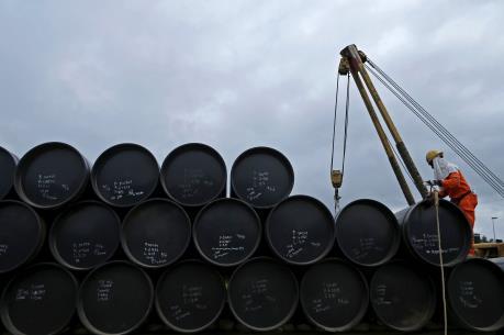 Trung Quốc vượt Mỹ trở thành nước nhập khẩu dầu thô lớn nhất thế giới