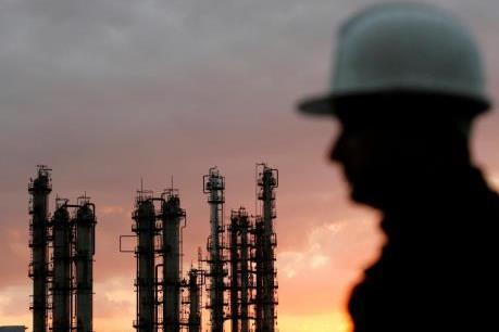 Giá dầu WTI chạm mức cao nhất trong hơn 3 năm