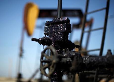 Hoạt động chốt lời kéo giá dầu châu Á giảm