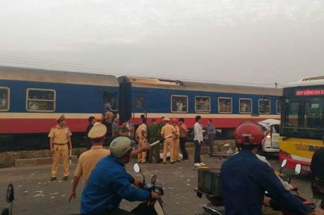 Vụ tai nạn nghiêm trọng giữa tàu hỏa và ô tô ở Thường Tín: TCty Đường sắt lên tiếng