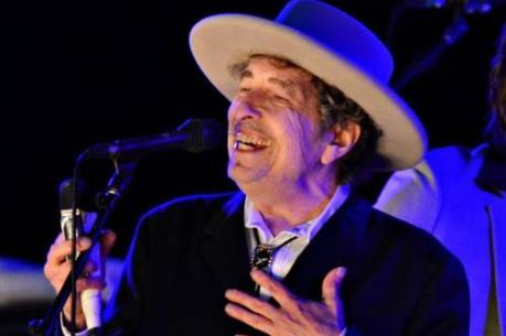 """""""Lãng tử du ca"""" Bob Dylan có thể không được nhận tiền thưởng giải Nobel Văn học"""
