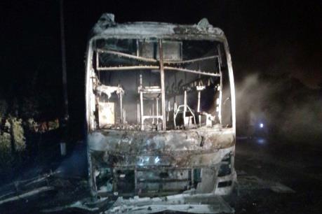 Quảng Ninh: Xe khách giường nằm bất ngờ bốc cháy dữ dội