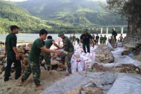 Xử lý khẩn cấp tình trạng sạt lở bờ biển Lăng Cô