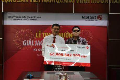 Vietlott trao giải thưởng xổ số Mega 6/45 hơn 64,8 tỷ đồng
