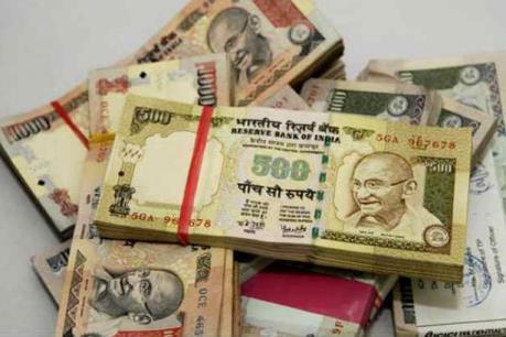 Ấn Độ: Tiền giấy mệnh giá 500 và 1000 Rupee vô giá trị