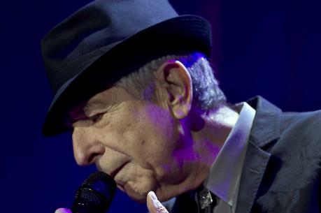 Danh ca huyền thoại Leonard Cohen qua đời