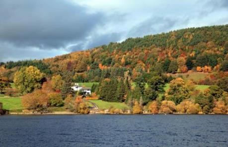 Lắng nghe Thu về ở Lake District