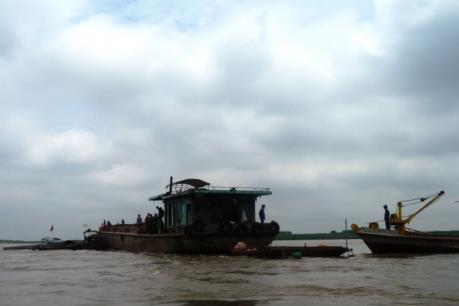 Hà Nội: Khẩn trương kiểm tra việc xả chất thải xuống sông Hồng