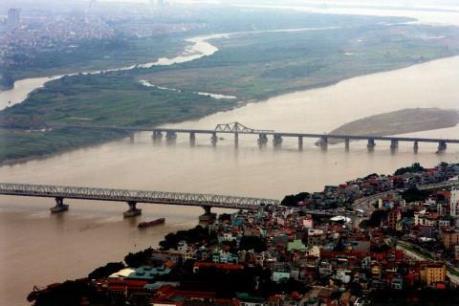 Đình chỉ tổ công tác Cảnh sát Đường thủy không xử lý vụ xả thải xuống sông Hồng