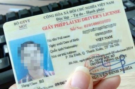 Giấy phép lái xe bằng vật liệu giấy vẫn sử dụng bình thường