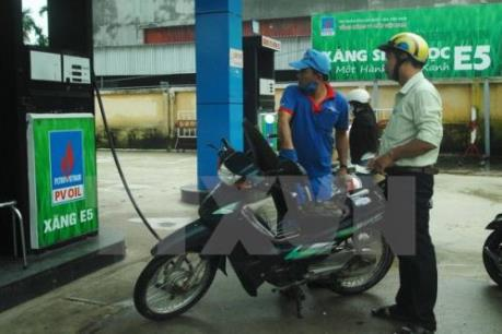 Giá xăng giữ nguyên, giá dầu tăng nhẹ từ 16 giờ ngày 4/1