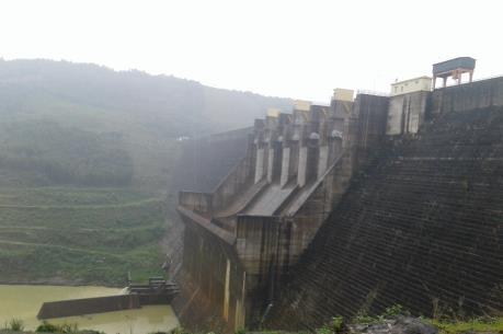 Từ 17h00 hôm nay, Thủy điện Sông Tranh 2 bắt đầu xả nước qua tràn