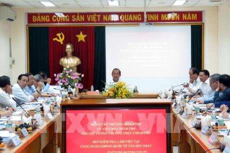 Phó Thủ tướng Trương Hòa Bình kiểm tra công tác đảm bảo an ninh tại sân bay Tân Sơn Nhất