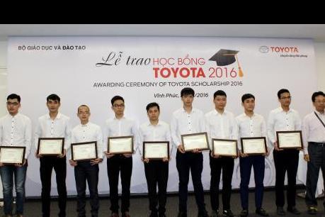 Toyota Việt Nam trao tặng 115 suất học bổng cho sinh viên xuất sắc