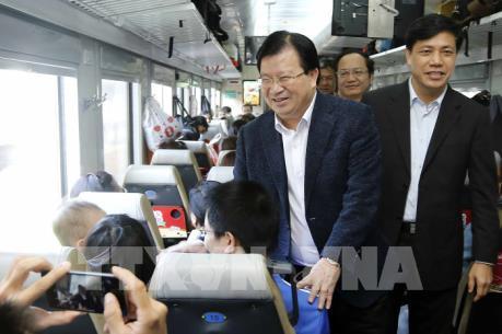 Phó Thủ tướng Trịnh Đình Dũng thị sát thực trạng hạ tầng của ngành đường sắt