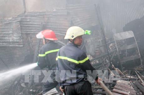 TP Hồ Chí Minh: Cháy lớn ở đường Bạch Đằng