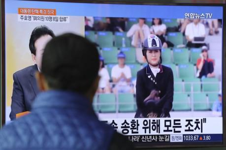 Tịch thu hộ chiếu của con gái bà Choi Soon-sil