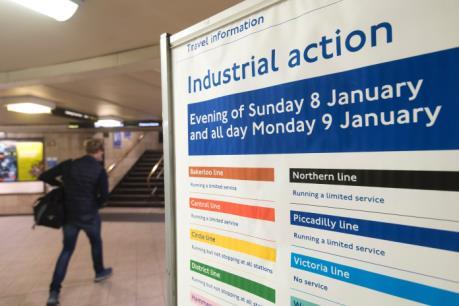 London: Giao thông tê liệt do đình công