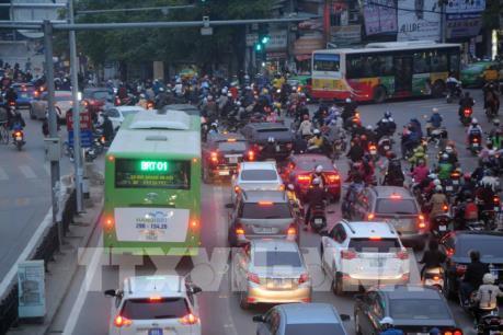 Vận hành buýt nhanh BRT: Cuộc chiến không cân sức