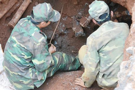 Phát hiện 150 quả đạn, pháo còn nguyên kíp nổ ở Quảng Trị