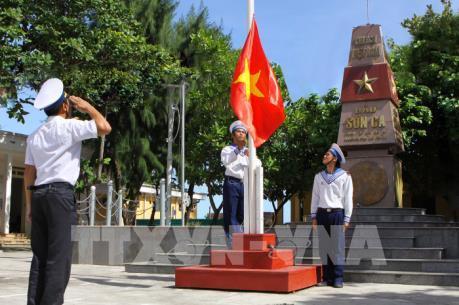Thiêng liêng nghi lễ chào cờ trên quần đảo Trường Sa