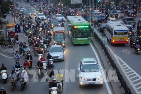 Hà Nội thí điểm lắp dải phân cách cứng cho buýt nhanh BRT