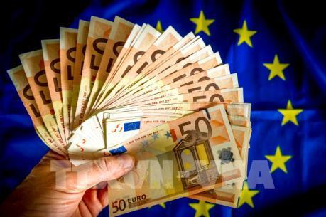 Eurozone: Lạm phát tháng Hai đạt mục tiêu 2%