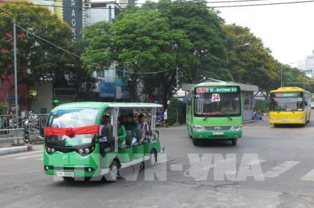 Tp. Hồ Chí Minh thí điểm hai tuyến xe buýt điện