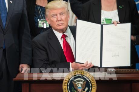 Tổng thống Mỹ ký sắc lệnh hành pháp kiểm soát biên giới và người nhập cư trái phép