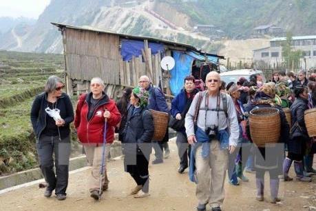 Hàng chục ngàn du khách đến Lào Cai trong dịp Tết cổ truyền dân tộc