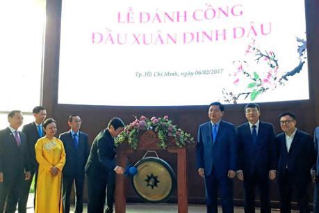 Bí thư Tp Hồ Chí Minh Đinh La Thăng tham dự lễ đánh cồng khai xuân HOSE