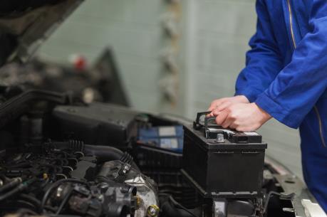 EU phạt nặng các công ty thao túng giá thu mua ắc quy ô tô cũ