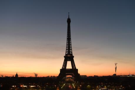 Pháp tăng cường an ninh tại tháp Eiffel