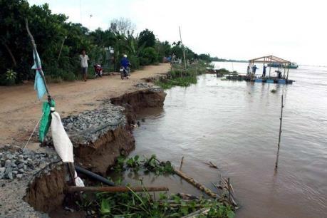 Biển xâm thực làm sập 5 nhà dân ở Bình Thuận