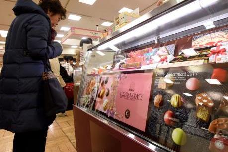 """Valentine 2017 rơi vào ngày thường, các hãng bánh kẹo Nhật Bản """"thắng"""" lớn"""