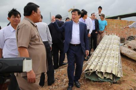 Phó Thủ tướng Vương Đình Huệ kiểm tra tình hình khắc phục lũ tại Bình Định