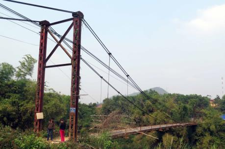 Cảnh báo rủi ro từ những cầu treo yếu