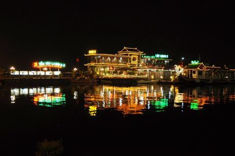 Hà Nội yêu cầu tháo dỡ công trình du thuyền, nhà nổi khu vực hồ Tây trước ngày 20/2