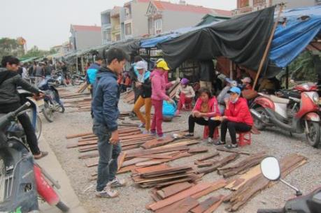 Độc đáo chợ gỗ Đồng Kỵ