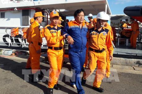 8 thuyền viên tàu cá BTh 96972 TS đã về bờ an toàn