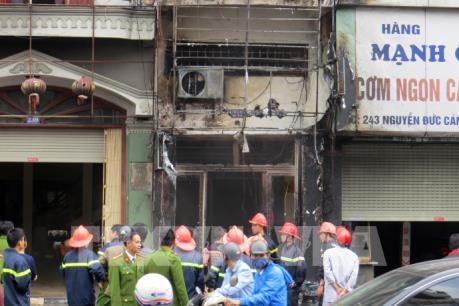 Hải Phòng: Cháy lớn thiêu rụi cả một cơ sở thẩm mỹ viện