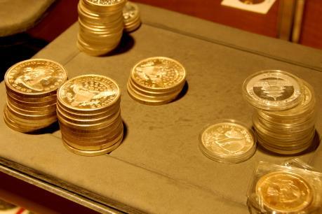 Thị trường vàng thế giới phục hồi mạnh mẽ vào cuối tuần